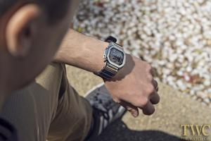 暑い日も爽やかに!メンズ腕時計で夏に最適な時計の選び方