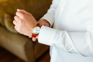 軽くてカラーバリエーションも豊富 革ベルトが魅力的な時計10選