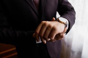 腕時計は信頼感を与えるアイテム スーツに似合う腕時計10選